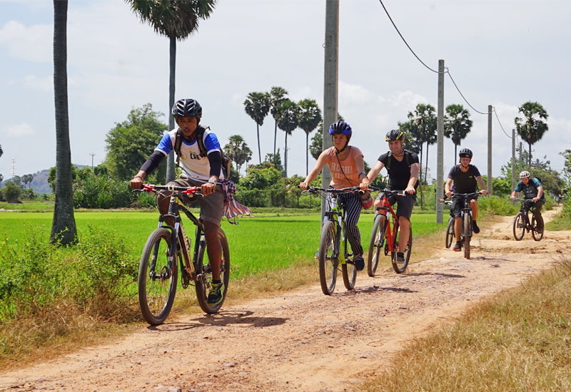 bike the siem reap countryside