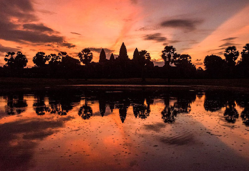 Angkor wat sunrise bike tour